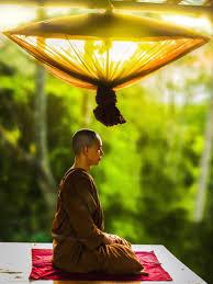 moine bouddhiste meditation